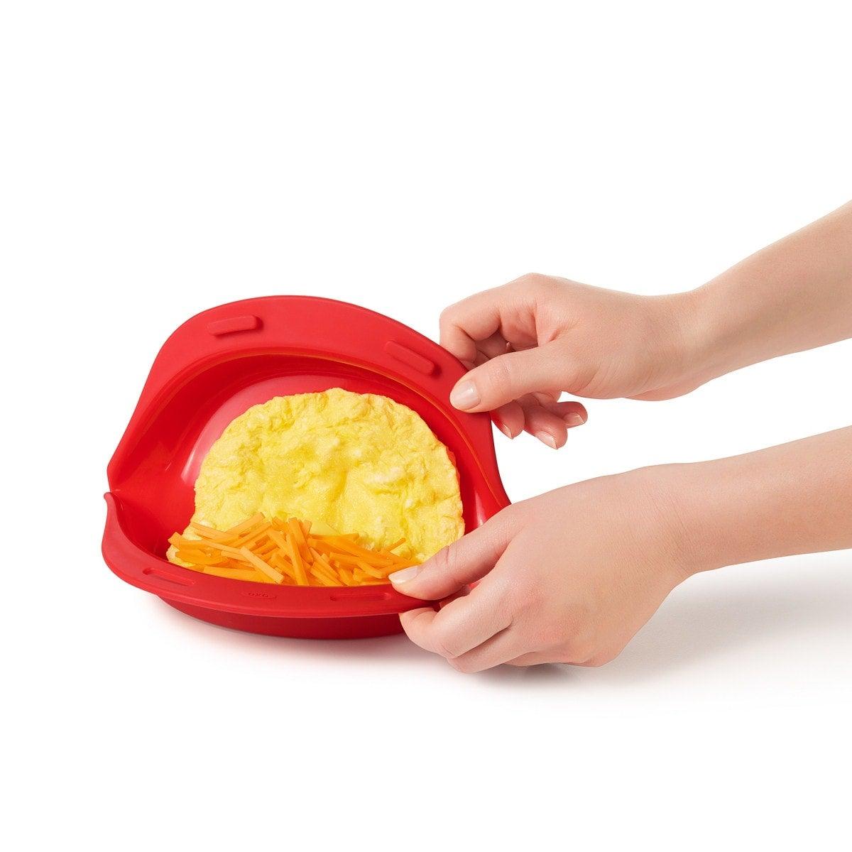 Oxo Omelette Maker, rouge,  faire des œufs et des carottes dans le Maker 5