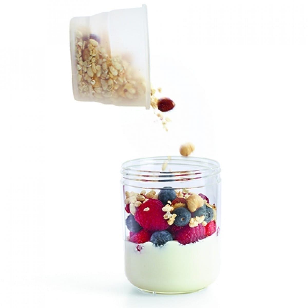 Lékué Boîte de transport hermétique (400 ml) en plastique rempli de yaourt, de fruits et de céréales 2