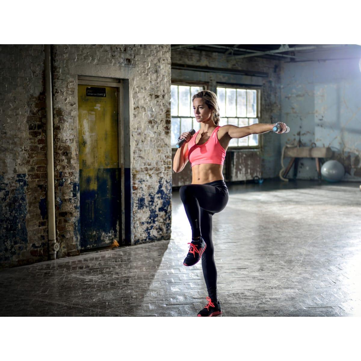 Reebok Paire d'haltères gris 0,5 kg Soft-Grip, Femme en plein sport 3